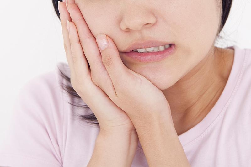 「歯が痛い」「冷たいものがしみる」などの症状はありませんか?